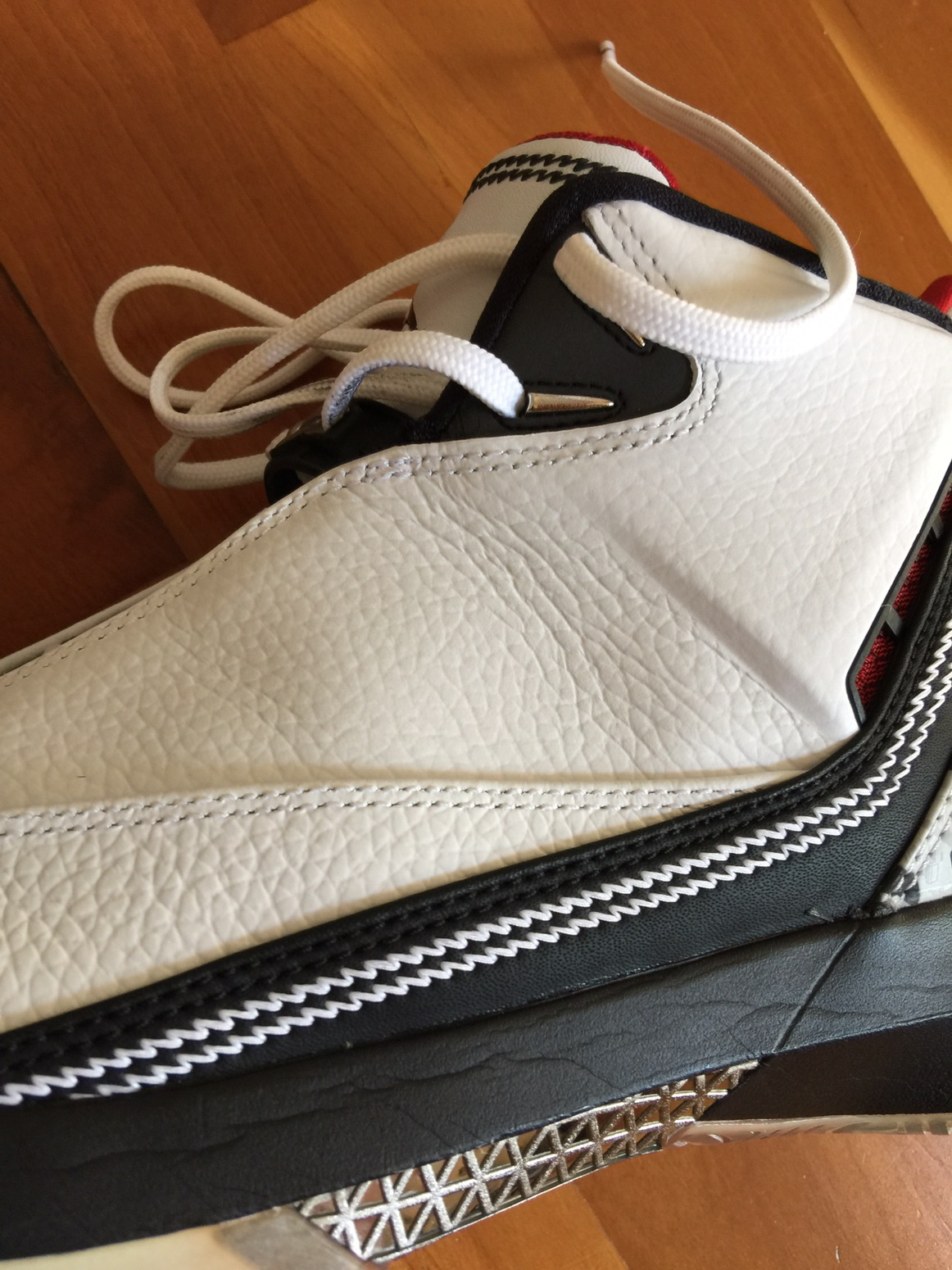 """Also this extra leather rand helps in containing the foot. Similar idea to  the Curry 3 """"midsole frame"""" 68e592cda670"""