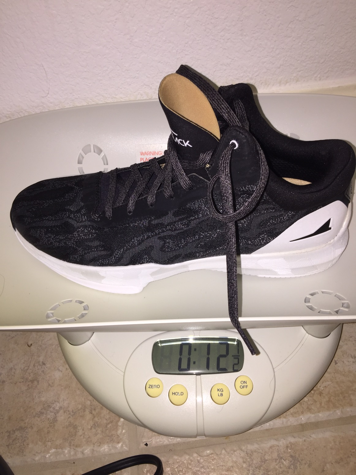 f43965c00c3 12.5 oz is light but not Kobe 6 light (9.5 oz) but it feels light on foot  which is what counts. It is still 3.5 oz lighter than the Crazylight Boost  2016 ...