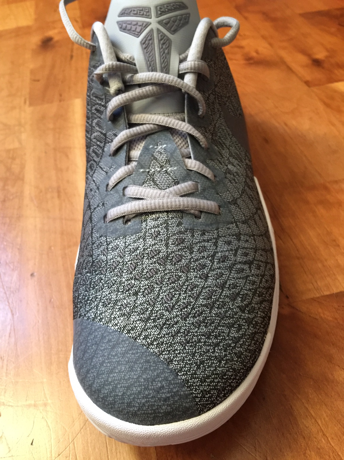 265e27507091 The toe box and pretty much the front third of the shoe is reinforced with  a TPU or soft synthetic. Minimal popping if any. Nike states it has TPU  yarn in ...