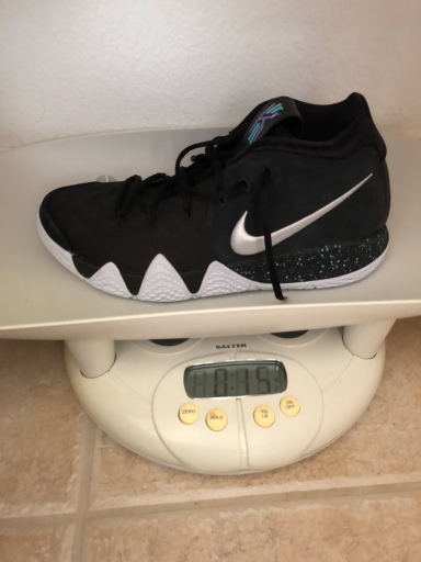 on sale ba627 67581 Average weight for a mid at 15.5 ounces and one ounce heavier than the Kyrie  3. Probably due to all the extra padding.